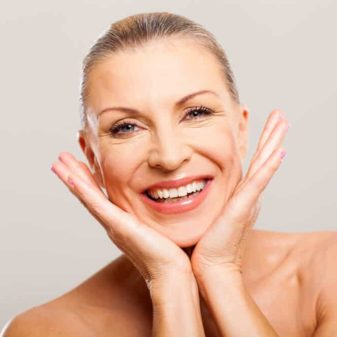 MAKEUP SAVETI ZA ZRELU KOŽU: Pravilan odabir podloge za šminku