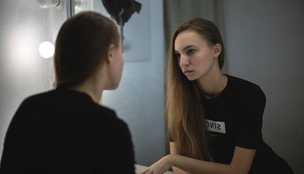 LOUISA HAY: vežba sa ogledalom za jačanje samopoštovanja