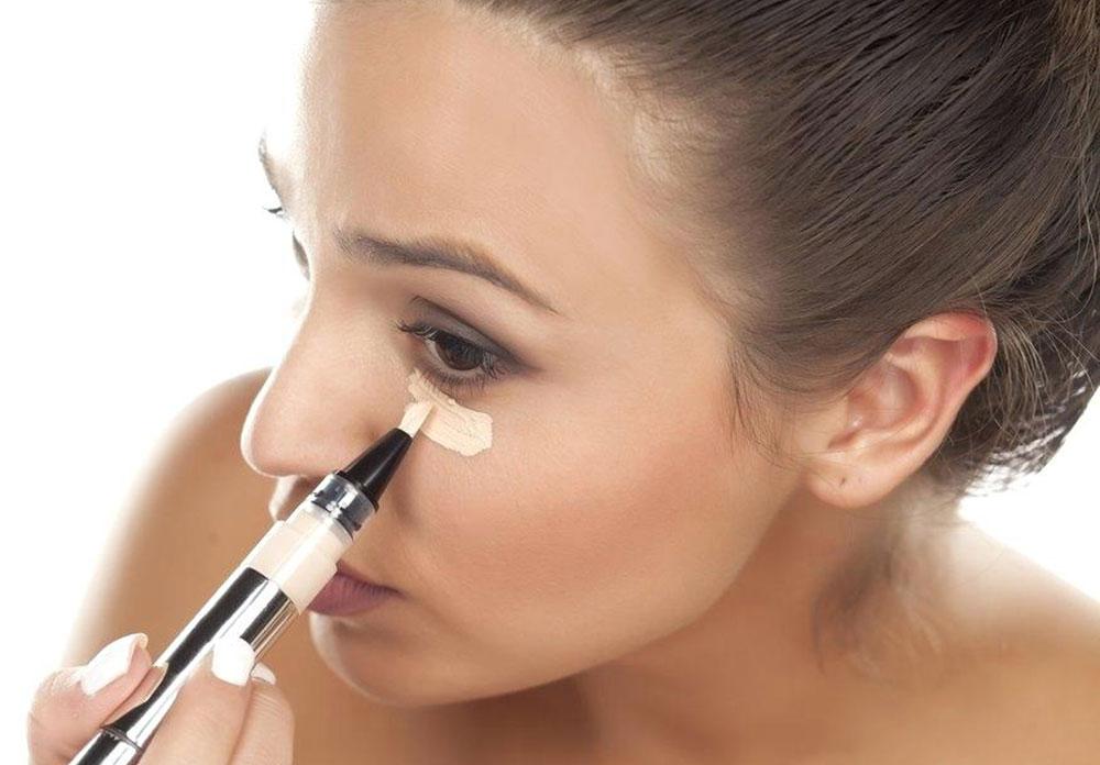 BEAUTY TRIK: Evo kako da vam korektor ispod očiju traje ceo dan