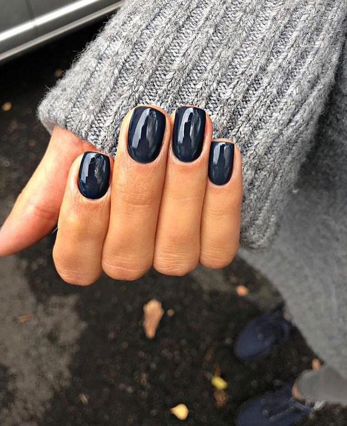 Lakovi za nokte u tamnim zimskim tonovima