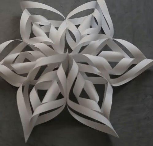 SAVRŠEN NOVOGODIŠNJI UKRAS: Napravite 3D snežnu pahulju od papira