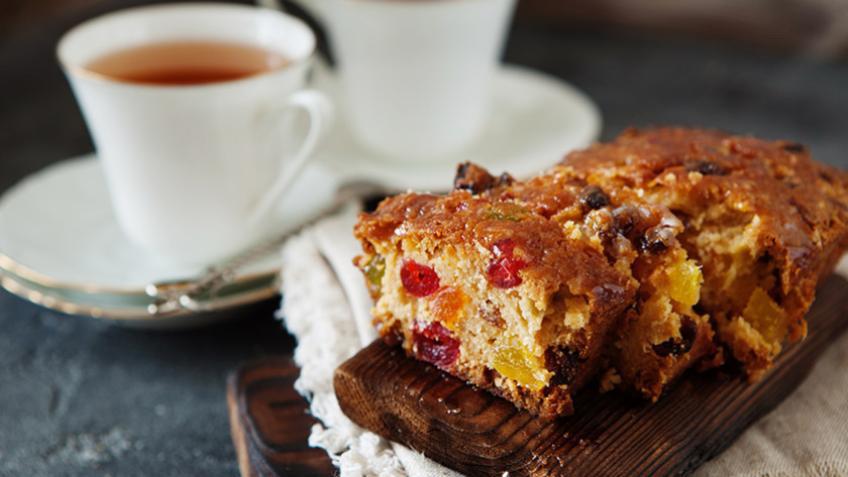 VOĆNA FANTAZIJA: Najjednostavniji kolač sa suvim voćem